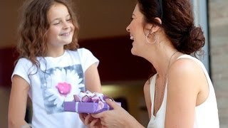 how to give receive gifts good manners