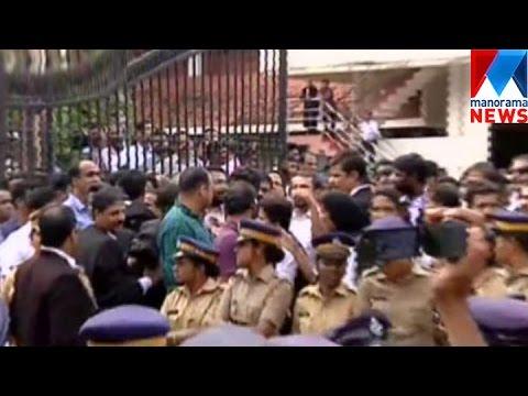 Media person attacked by advocates near Kerala Highcourt| Manorama News