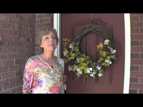Debbie's Quick Fixes - Keep Birds From Nesting In Your Wreaths