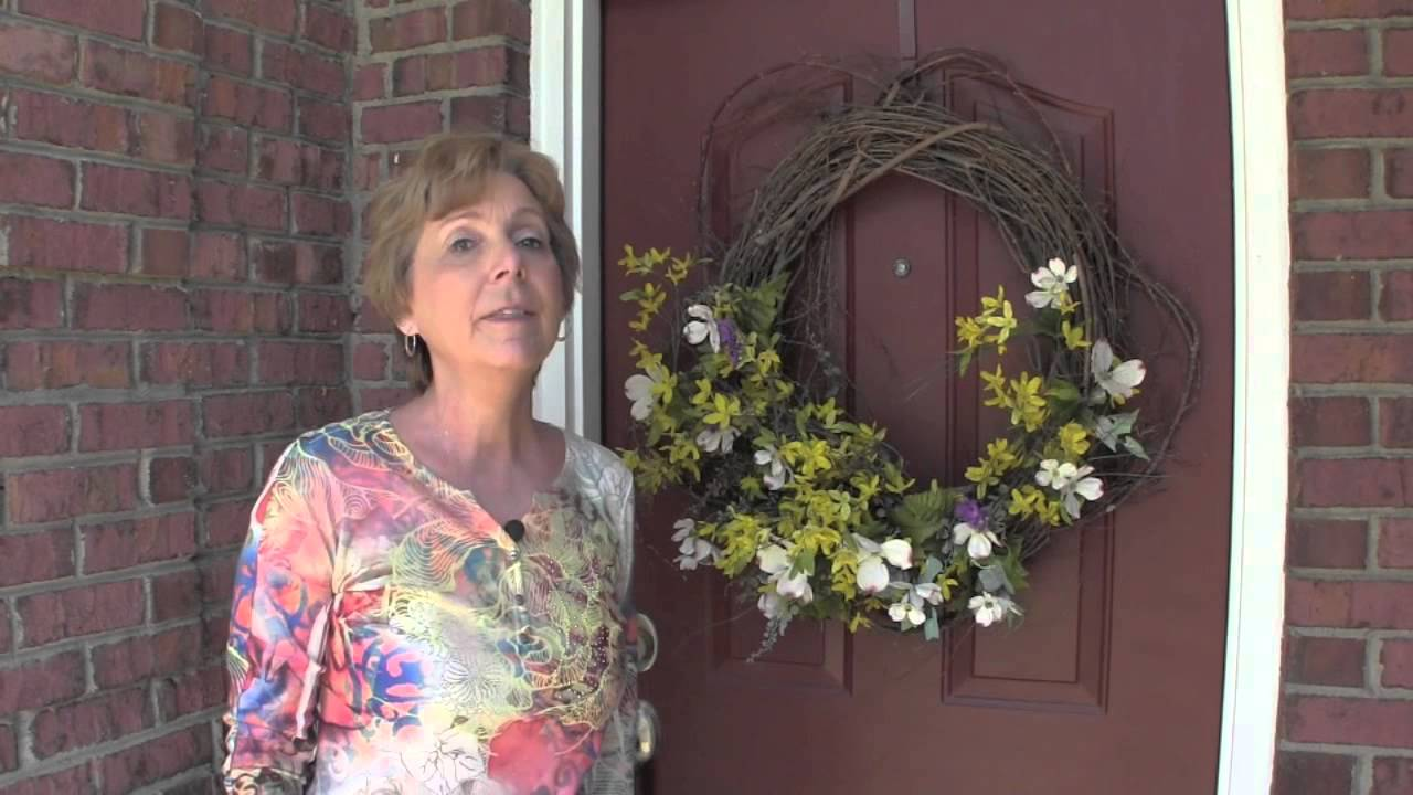 Debbieu0027s Quick Fixes   Keep Birds From Nesting In Your Wreaths   YouTube