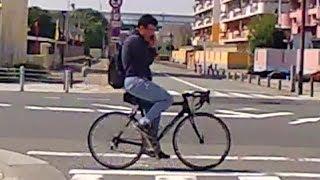 通話に集中して前を見ていない自転車野郎