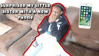 SURPRISING MY LITTLE SISTER WITH A NEW PHONE ‼️ *ADORABLE REACTION*