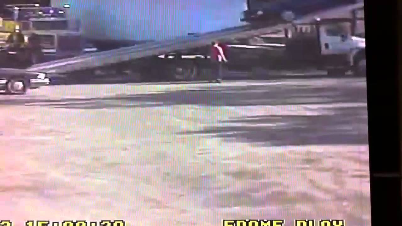 4 Car carrier loses car after wire rope snaps. - YouTube