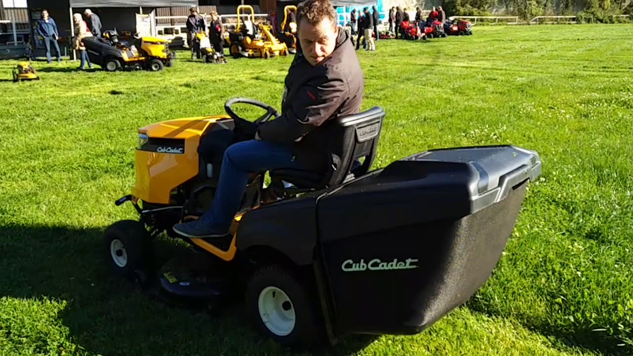 cub cadet rasentraktor xt2 test im kleegras youtube. Black Bedroom Furniture Sets. Home Design Ideas