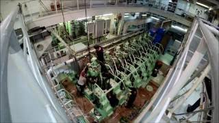 Container ship main engine - How to replace a piston