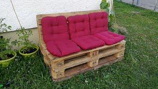 Palettensofa Selbst gebaut mit schräger Lehne DIY Möbel