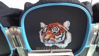 Как работает вышивальная машина (Студия вышивки ZNAK, г.Сочи)(В данном видео показан процесс вышивки логотипа на футболке на профессиональном японском оборудовании..., 2014-02-02T18:20:35.000Z)
