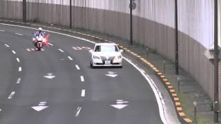 白バイの目の前を明らかに速度の次元が違うスピード違反車を追尾式の取締りで仕留める交通機動隊!Japanese Motorcycle police