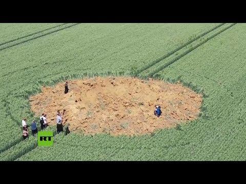 Una bomba de la II Guerra Mundial explota en un campo de Alemania