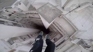 Run And Escape On The Roofs   Parkour Pov