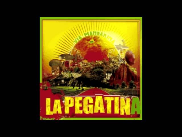 la-pegatina-via-mandarina-03-sun-bay-feat-antonio-arco-la-pegatina
