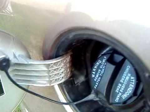как снять лючок бензобака на kia ceed