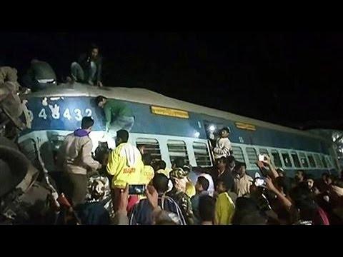Indian Train Derails, Killing at Least 32