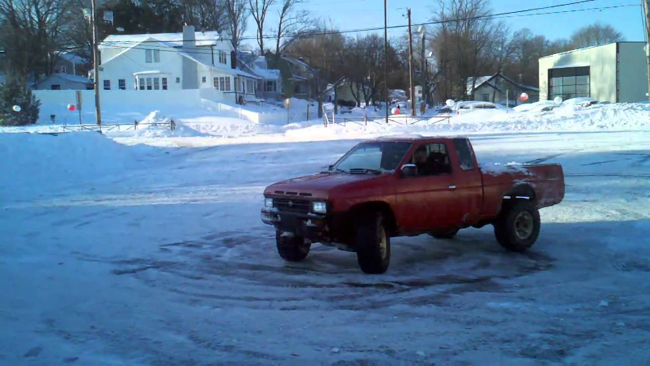 D21 nissan hardbody xe with vg33e doing donuts