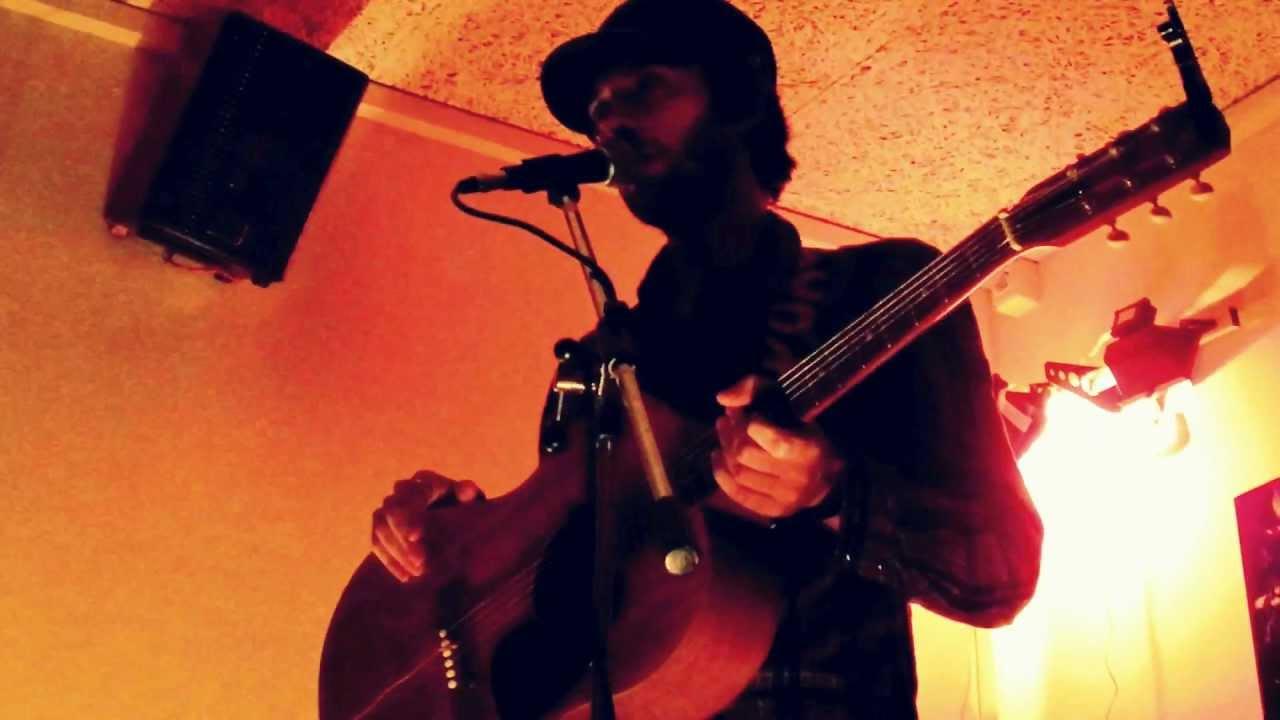 GNUT -Solo Una Carezza- live@ Il Rifugio Acustico (Bologna,14/04/2012)