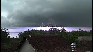 Gambar cover Hujan dan petir di Kota Ngawi Jawa Timur