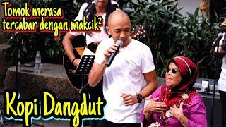 Download Terkejut Makcik  Dengar tomok bawak lagu dangdut.silap orang la makcik cabar..