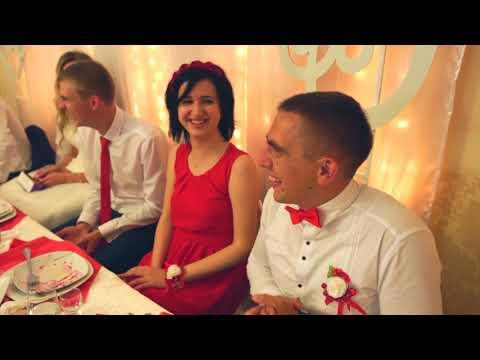🎶 Музиканти співають Весільні коломийки.