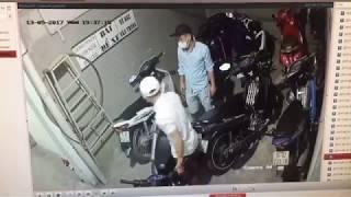Camera ghi lại cảnh bẻ khoá trộm xe máy tại nhà trọ ở Thủ Đức ngày 13/09/2017