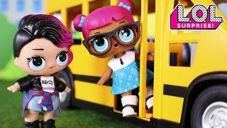 Muñecas y Juguetes LOL Surprise 💜 Las L.O.L van en Autobús 🚍 El primer día de Lana Teacher's Pet