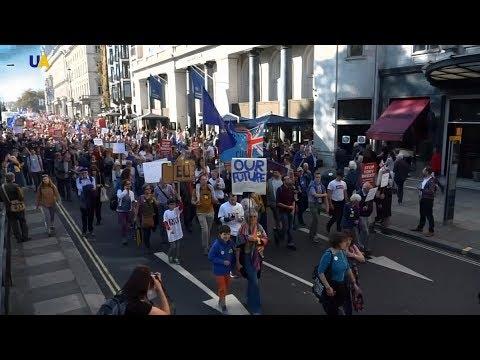 Брекзит или нет: Британцы требуют провести повторный референдум