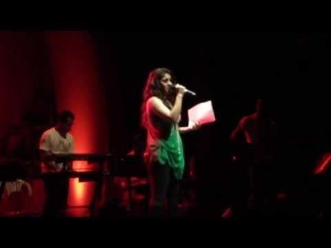 Sunidhichauhan sings 'Mudhal murai' in Chennai Concert 2013!