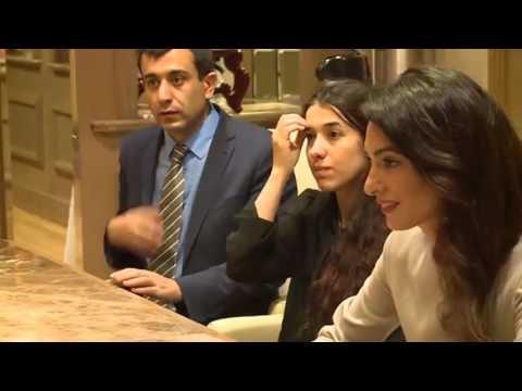 L'incontro di Matteo Renzi con Nadia Mural e Amal Alamuddin Clooney