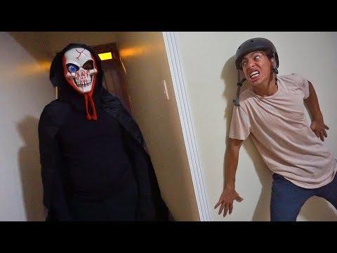 UMA CAVEIRA ASSUSTADORA INVADIU MINHA CASA - #HalloweenDoPain Ep - 02