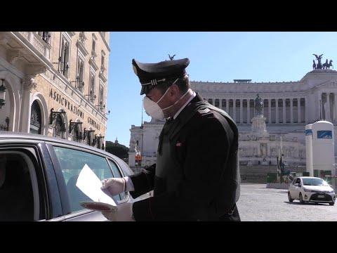 Coronavirus, controlli dei carabinieri a Roma: 15 persone violano le prescrizioni del governo