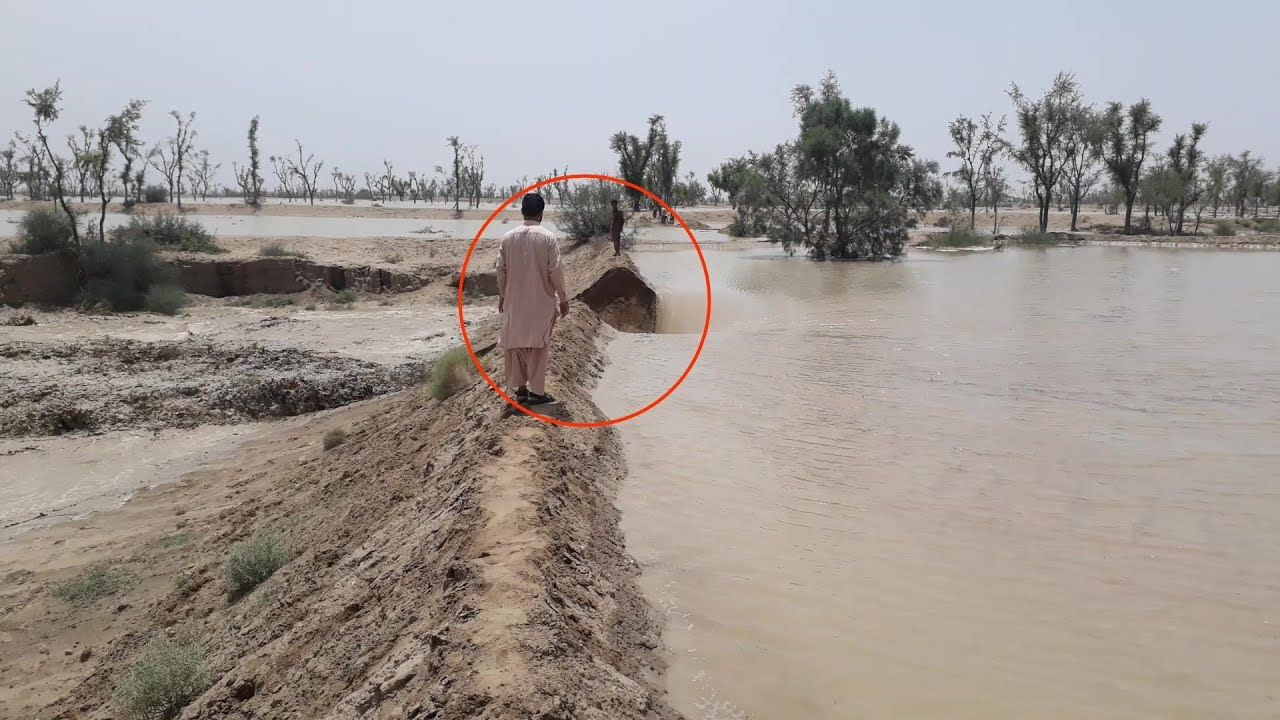 Download Dangerous Flash Flood & Pakistani Brave People Without Safety   Punjab Village