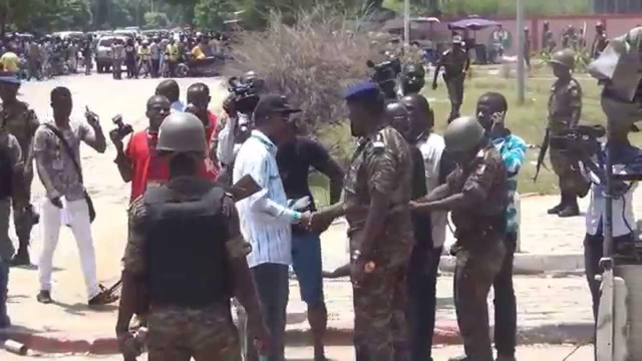 Marche du 6-05-2015 des Forces démocratique contre l'arrestation manquée d'Azannai