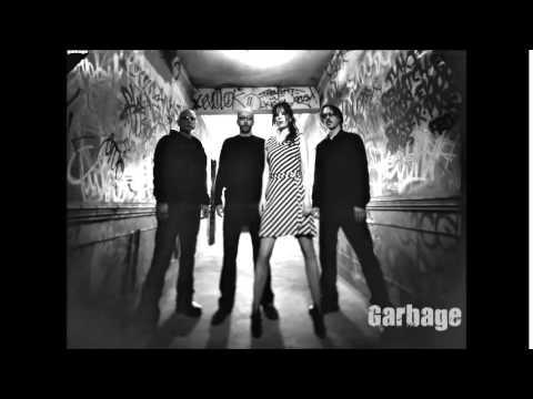 Lyrics - Stupid Girl - Garbage