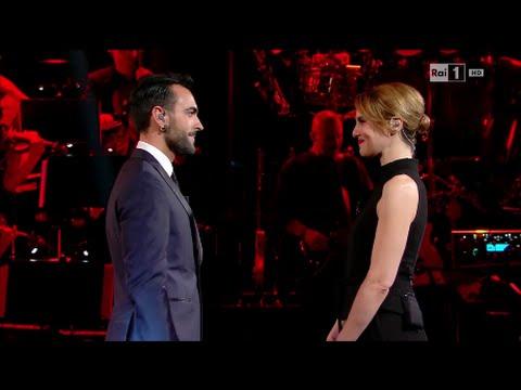 Paola Cortellesi con Marco Mengoni - Monologo sul bullismo - Laura & Paola 01/04/2016