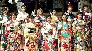 ダンス&ボーカルグループのE-girlsが、東京・中目黒八幡神社で...