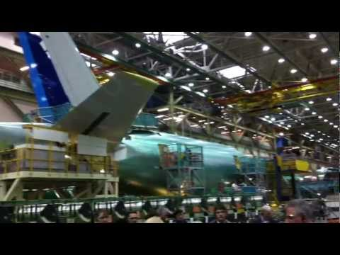Boeing Everett Factory - unique video inside from 777 production