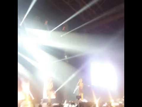 2NE1 in Vietnam/Galaxy stage
