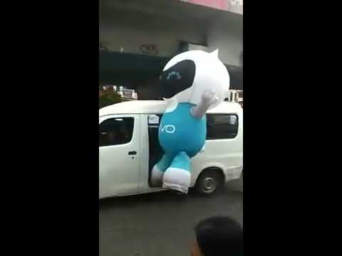 Boneka Badut Vivo Kabur Naik Angkot