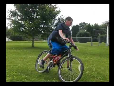 Fat kid fall off bike mjnc - YouTube