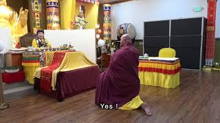 旺扎上尊在聖蹟寺誦經加持供燈信眾 Wangzha Shangzun Chants Sutras at the Holy Miracles Temple to Bless Buddhists......