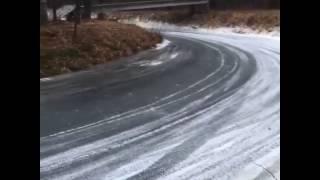 Buzda Motorla Yanlarken Kaza
