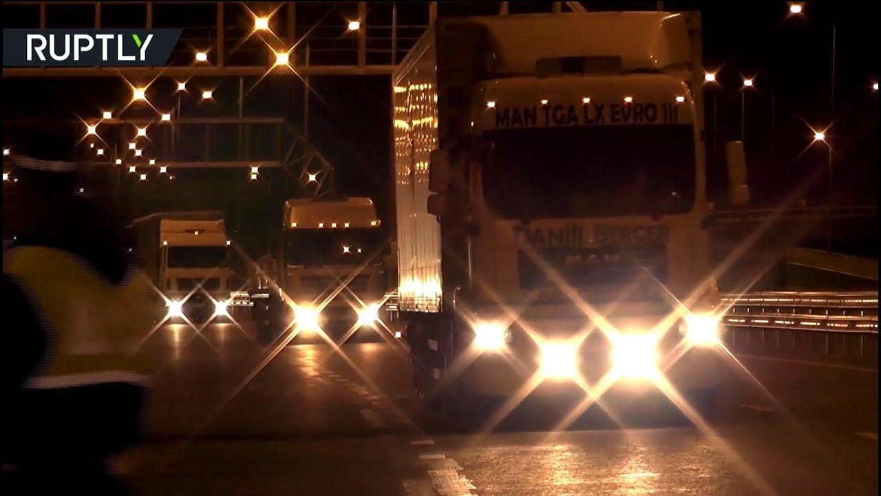 Крымский мост открыли для движения грузовиков