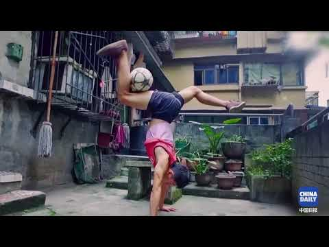 Self-taught freestyle soccer player's stunning perfomances