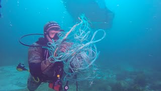 Giant Manta Ray Tangled In Fishing Line asking us For Help!