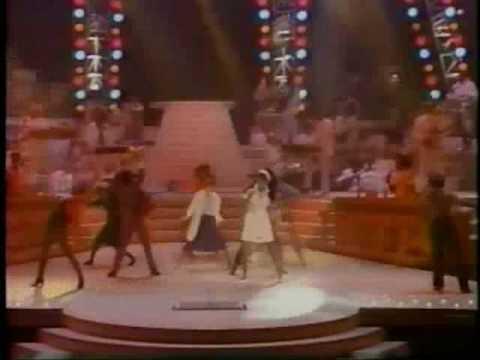 Donna Summer - She Works Hard For The Money - Live 1984