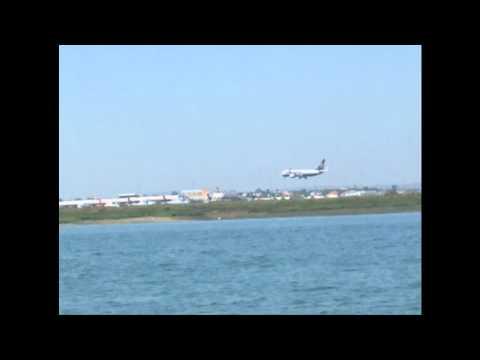 Atterrissage avion ( Faro , Portugal )
