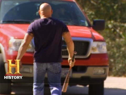 Download Big Rig Bounty Hunters: The Holdens Are Chased Off a Property (S2, E12)   History