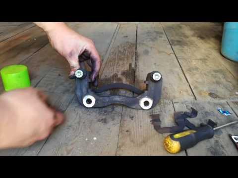 Замена передних тормозных дисков и колодок Киа Рио III