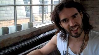 Is Renee Zellweger Getting Older? Russell Brand The Trews Ep12