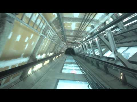 Auckland Skytower: Lift with glass floor