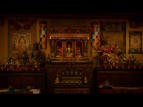 2-hours-of-chanting-in-a-tibetan-buddhist-shrine-room-for-meditation-and-concentration